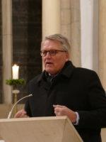 Prof. Dr. Dr. Sternberg bei der Fastenpredigt in der St.-Nikolaus-Kirche